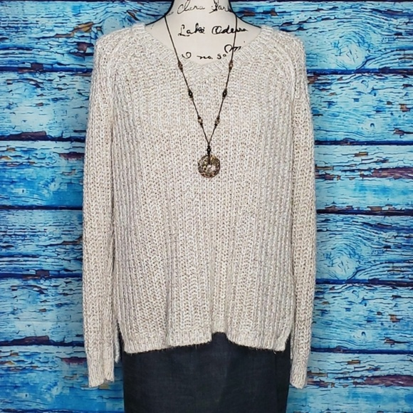 American Eagle Outfitters Sweaters - 🤟American Eagle Outfitters Cream Sweater w/ Gold